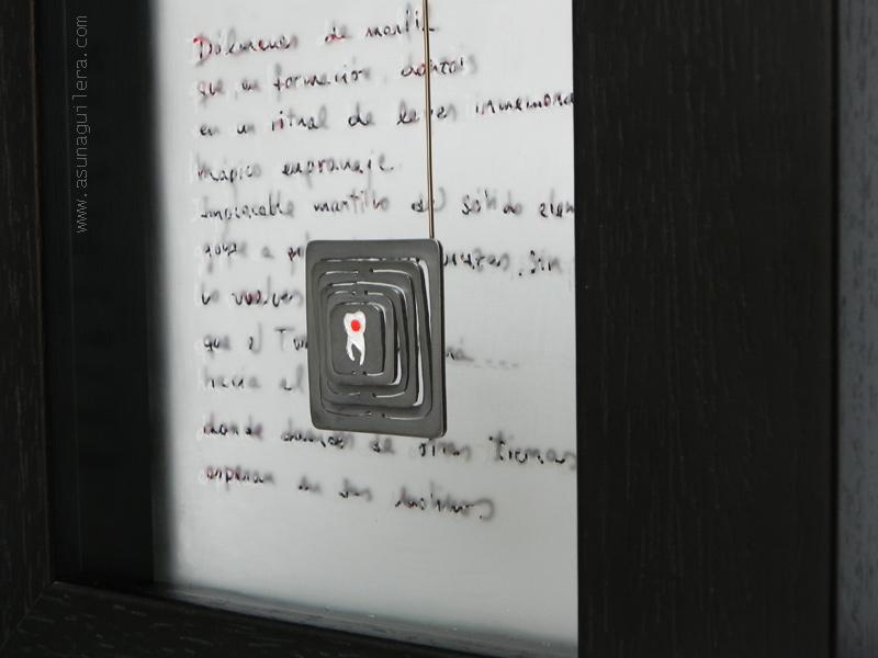 Objeto decorativo hecho para un dentista. Plata de ley/Esmaltes al Fuego/Acero/Vidrio grabado/Madera. Encargo para un dentista