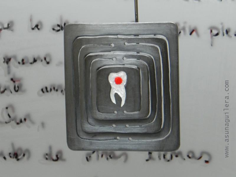 Objeto decorativo. Plata de Ley/Esmaltes al Fuego/Acero/Vidrio Grabado/Madera