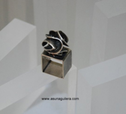 Asun Aguilera - CARVED SPHERE Ring-Square-Matt   97 € - emociones hechas joyas,joyería de Autor,Asun Aguilera