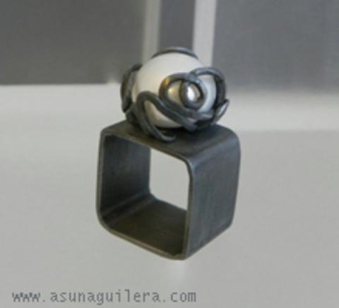 Asun Aguilera - MY PERSONAL MUDDLE Ring-Square-Pearl   105 € - emociones hechas joyas,joyería de Autor,Asun Aguilera